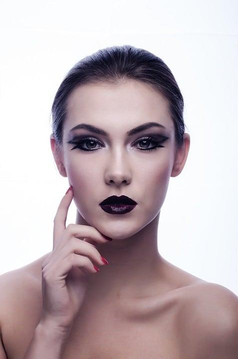 L'utilisation de la lumière pulsée sur le visage et sur le reste du corps